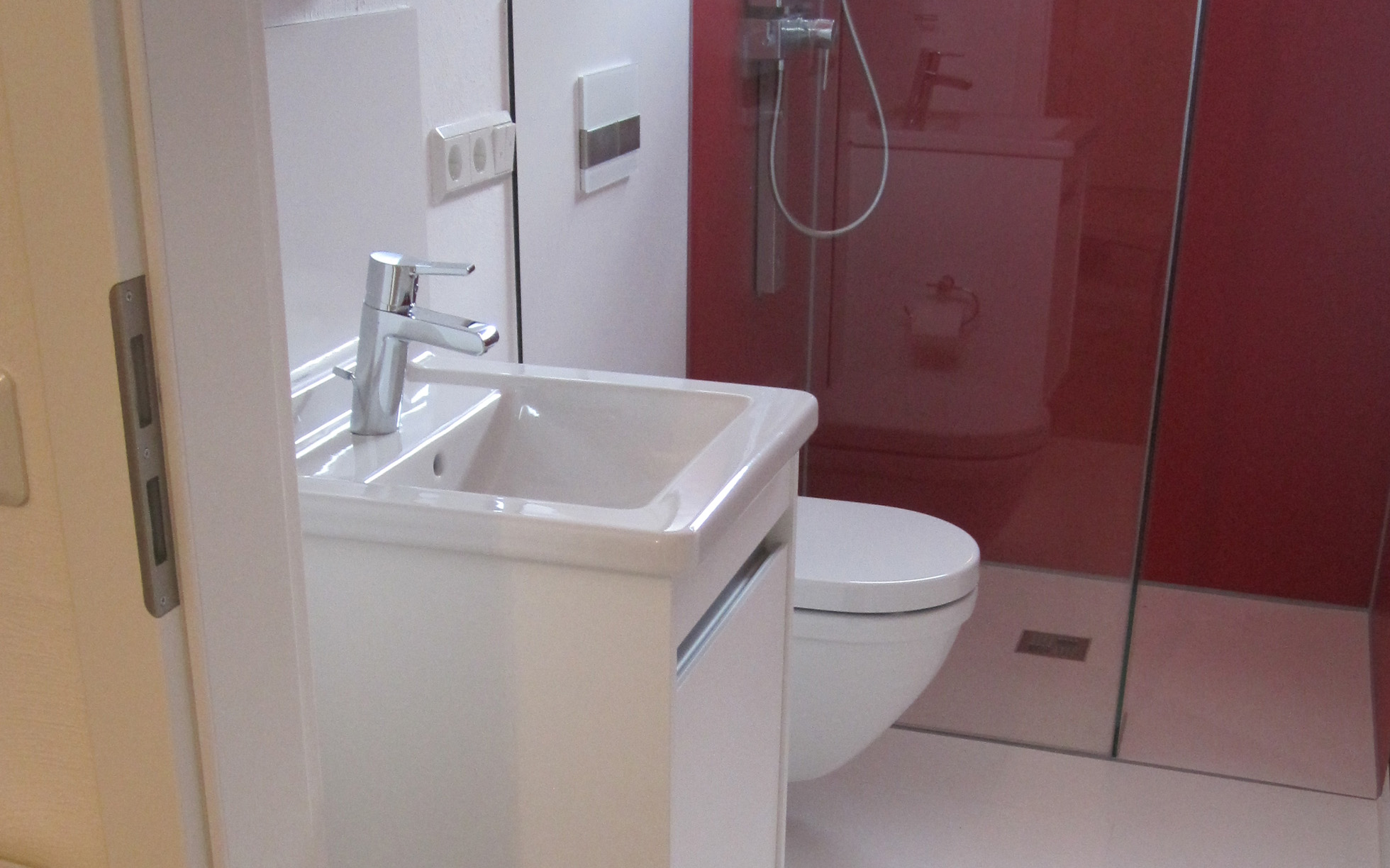 container ausstattungen badezimmer. Black Bedroom Furniture Sets. Home Design Ideas
