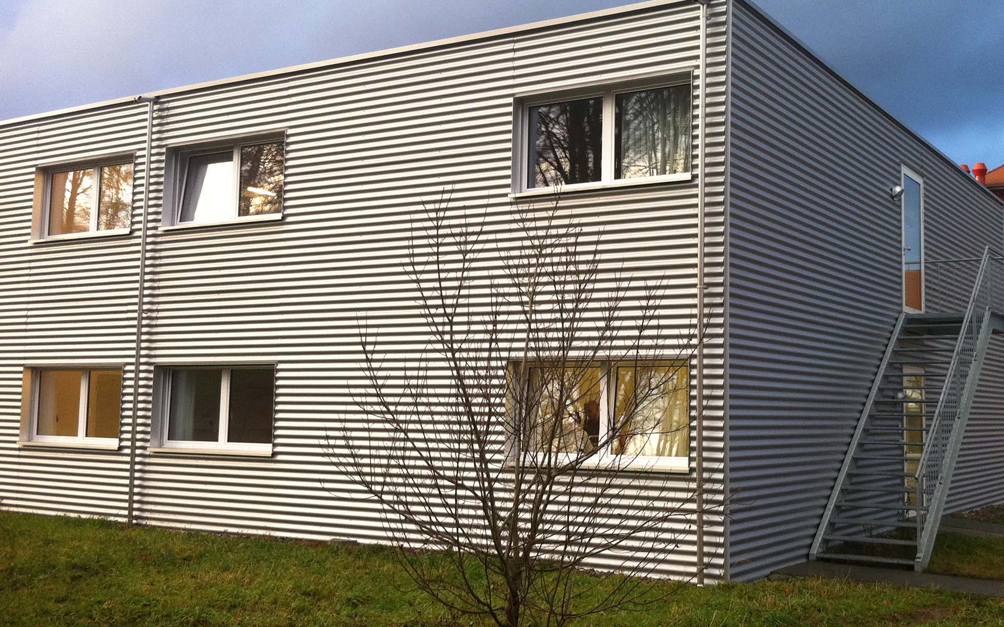 innovative containerbauten vs modulbauweise. Black Bedroom Furniture Sets. Home Design Ideas